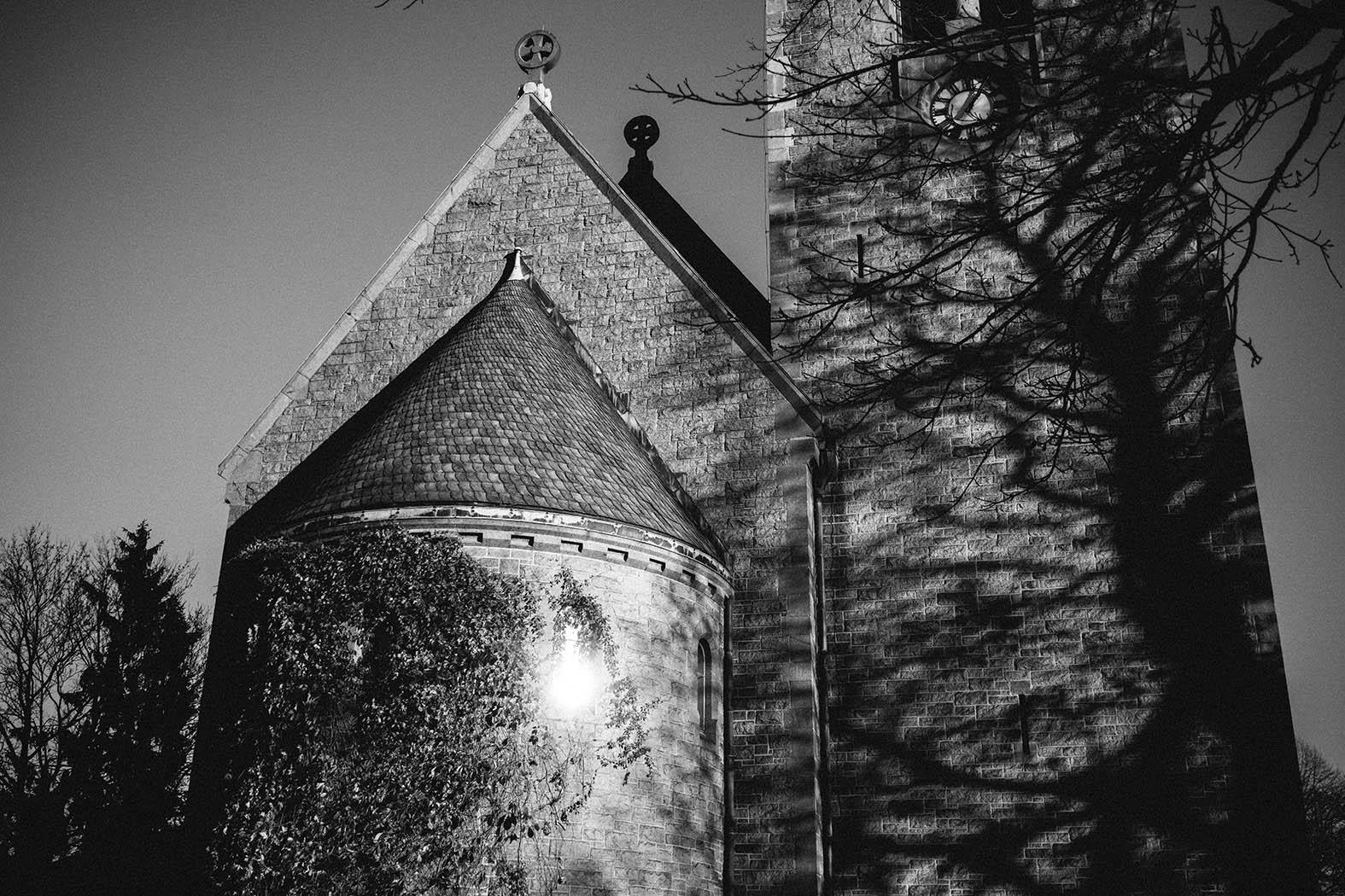 Gotisk kirke, Inspirasjon til bryllup, Vålerenga parken, sort hvitt bilde av kirke