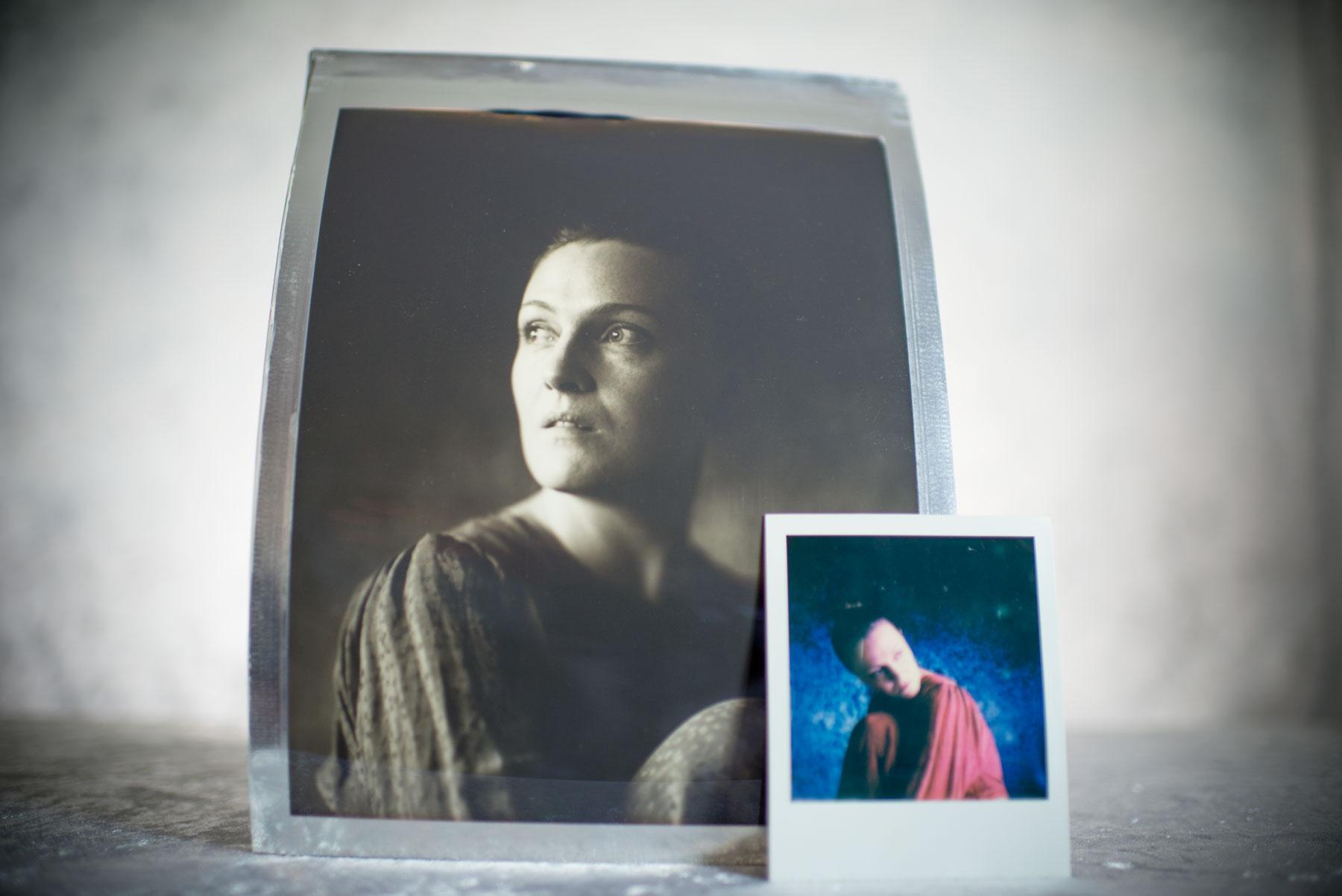 bilde av 2 portretter som står på et bord tatt av portrettfotograf i Oslo