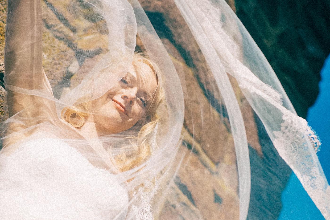 bilde av brud med slør fra en fotograf bryllup