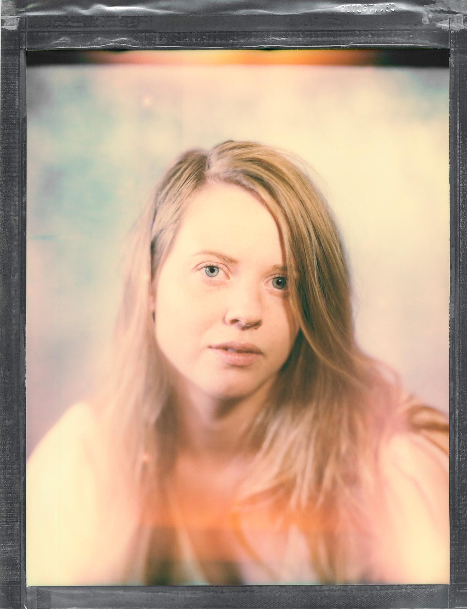 portrett av en ung kvinne med langt hår tatt av en Portrettfotograf Oslo