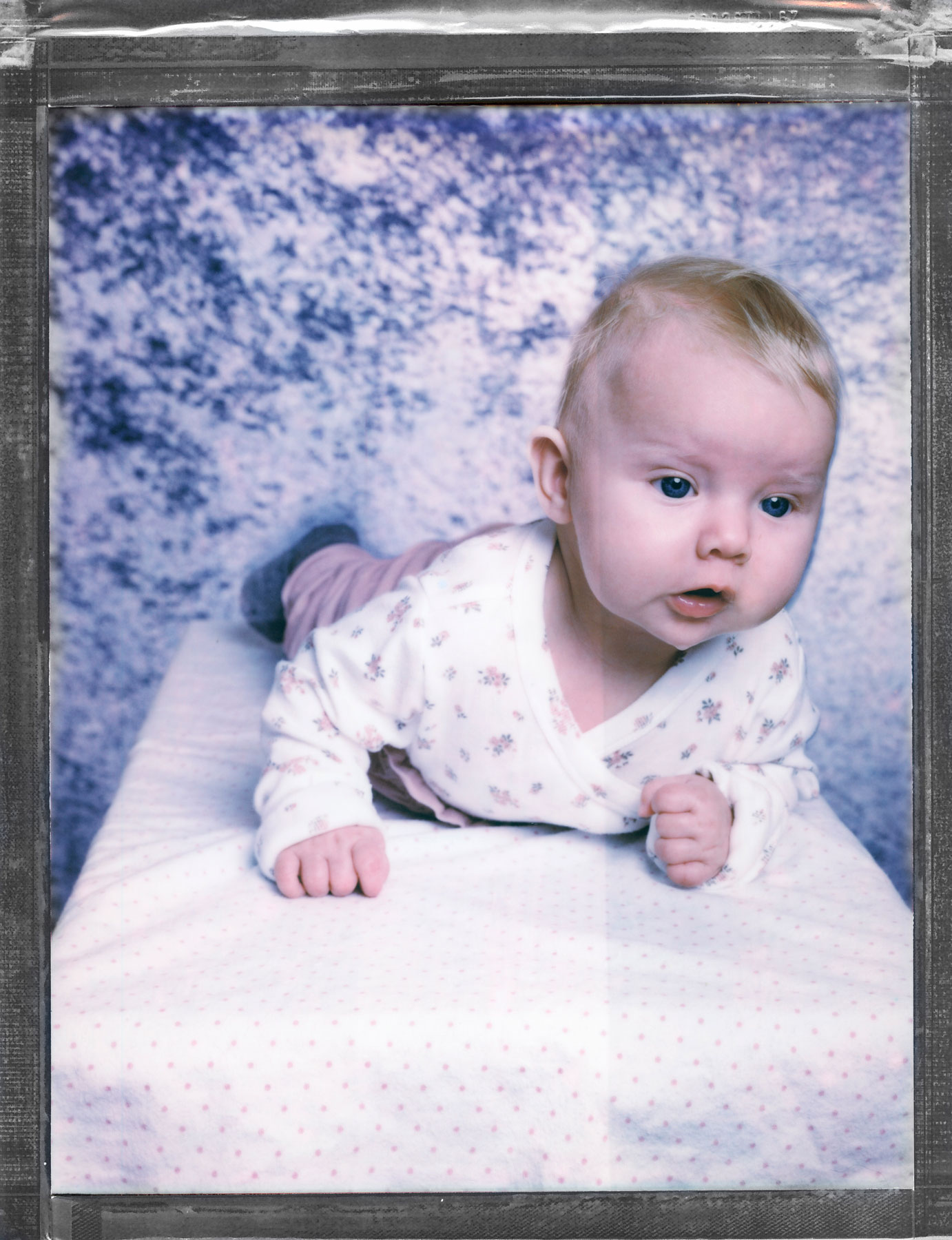 Liten baby tatt av portrettfotograf Oslo